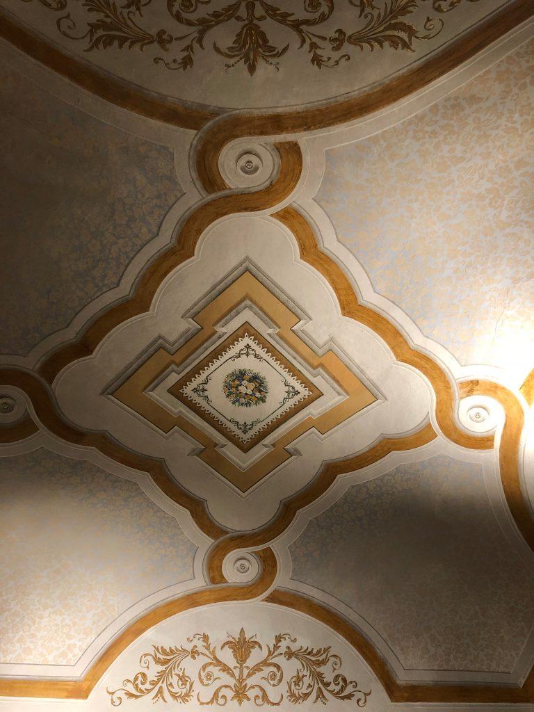 Vasto vaulted ceiling